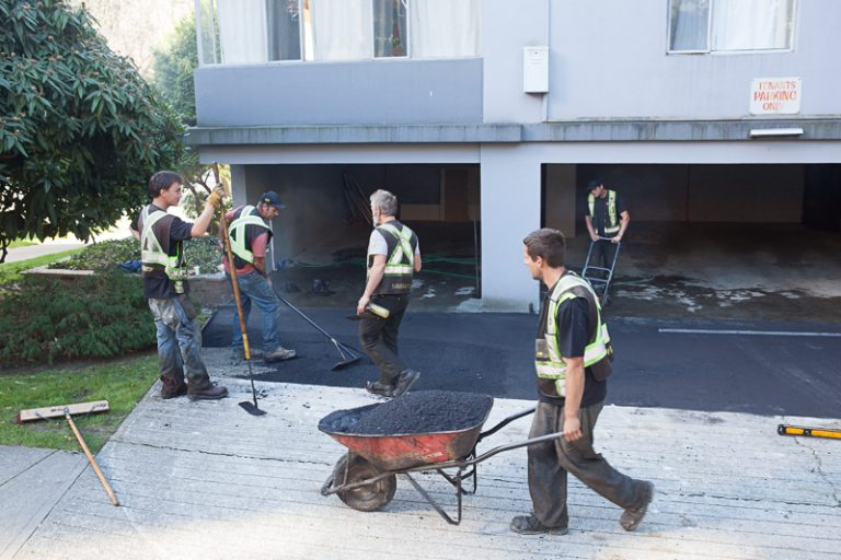 paving working team